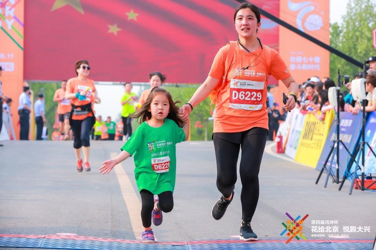 菲律宾sunbet官网承办的第四届花马赛事开跑现场拍摄